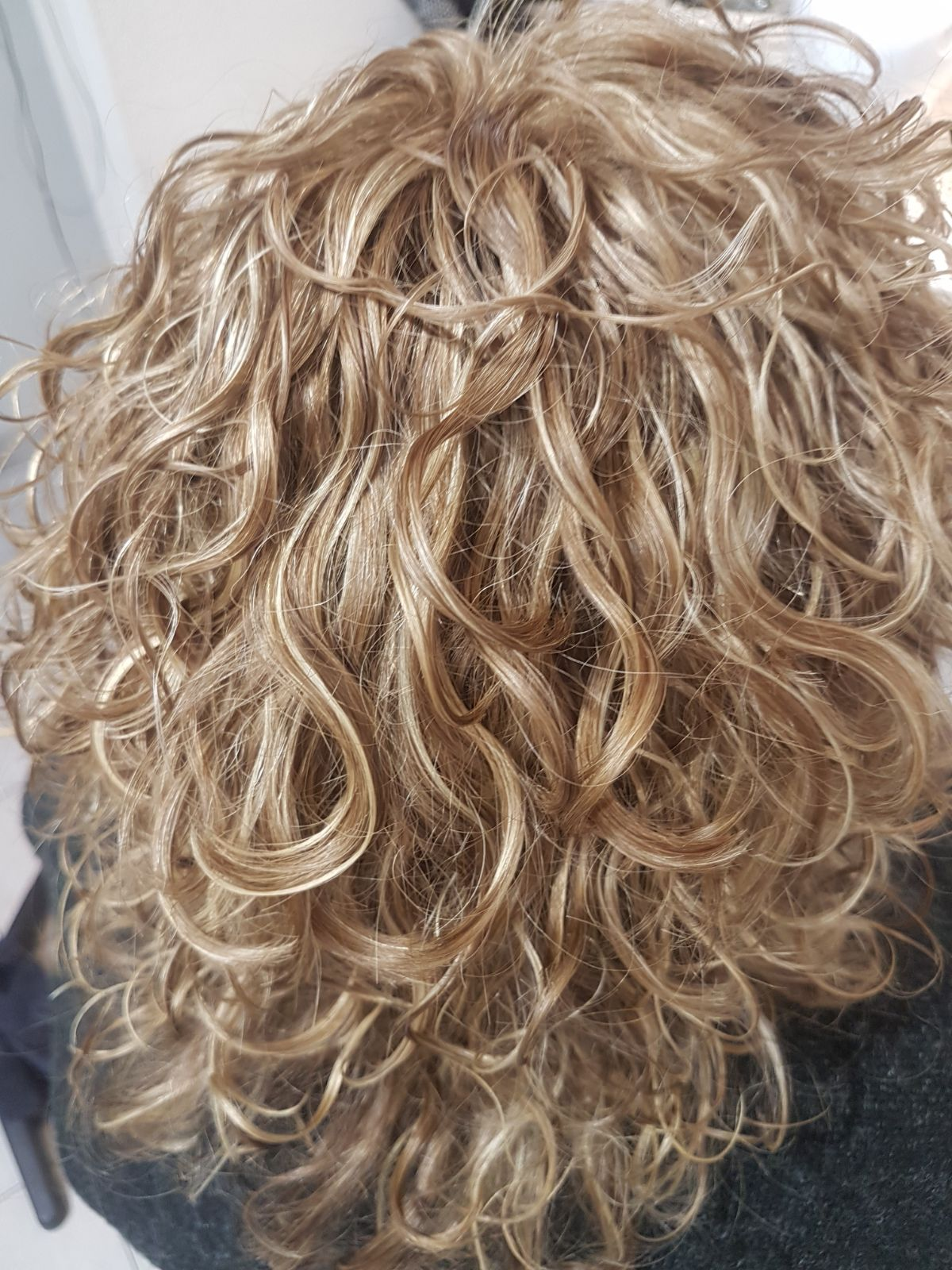 רבקה זהבי Hair Fashion מציעה התאמה מושלמת של תוספת משיער % 100 טבעי אירופאי